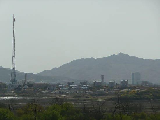 Вид с Юга на северокорейскую деревню